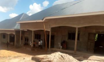 """Project """"Schoolbanken voor Oeganda"""""""